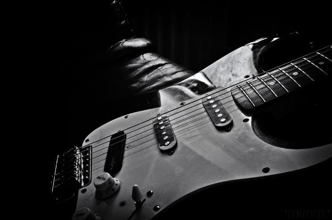 025 - guitar